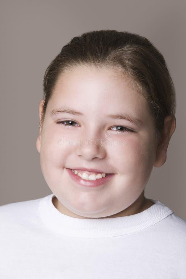 Sorriso excesso de peso da menina foto de stock royalty free