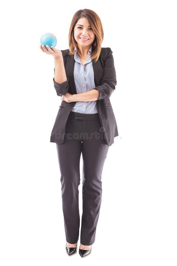 Sorriso fêmea bonito do agente de viagens foto de stock