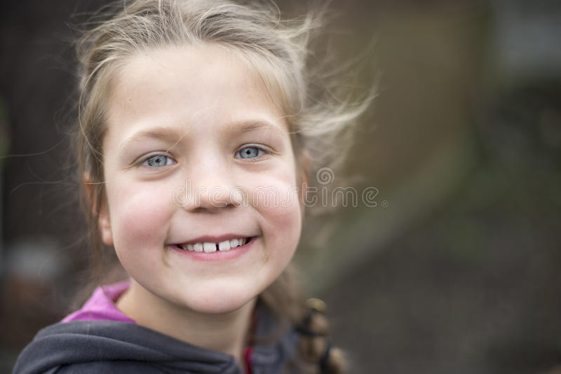 Sorriso feliz da menina imagens de stock