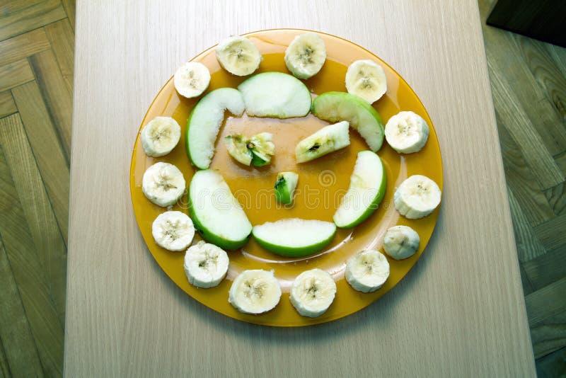 Sorriso fruttato della banana e delle mele immagini stock libere da diritti