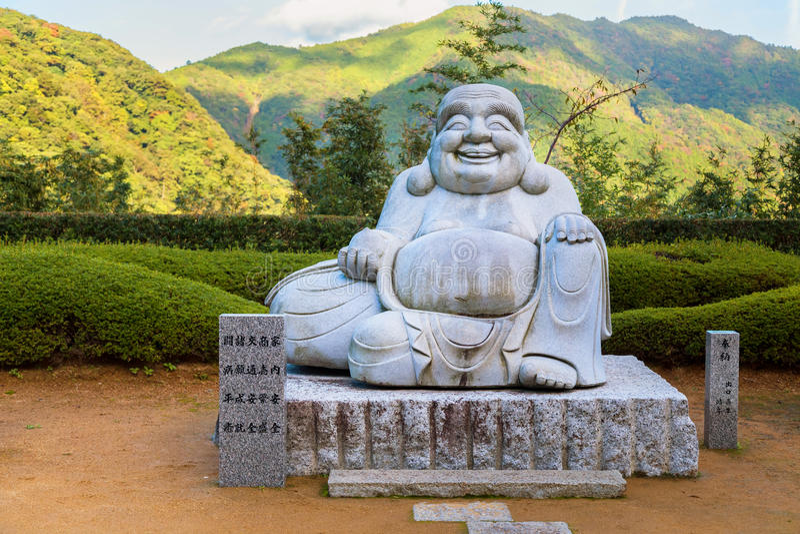 Sorriso Kensenen Buddha, in tempio di Seiganto-ji, Wakayama, Giappone immagini stock libere da diritti