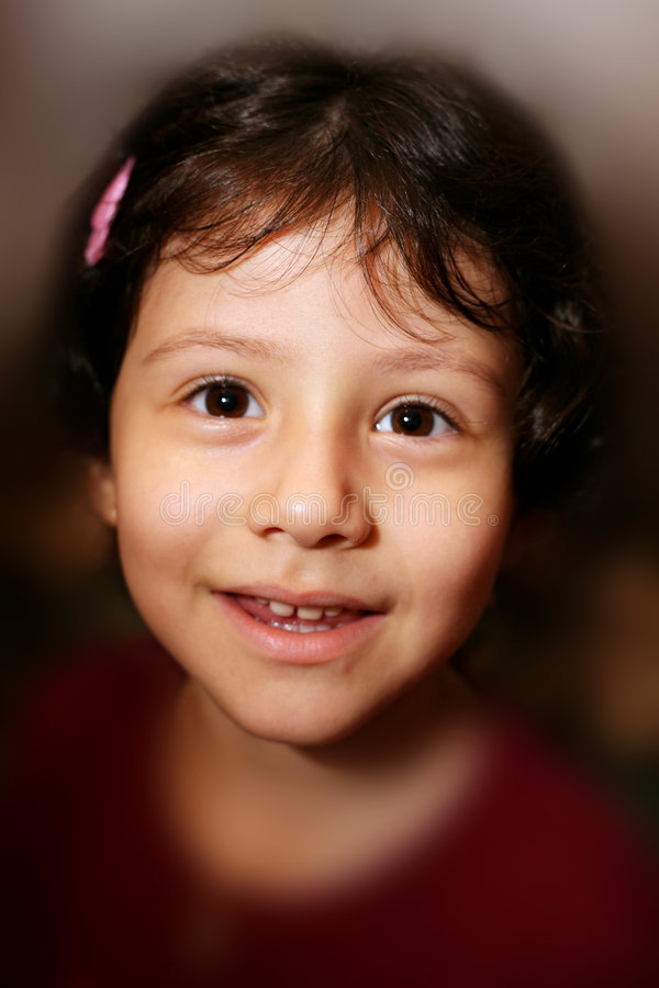 Sorriso latino-americano novo bonito da menina fotografia de stock
