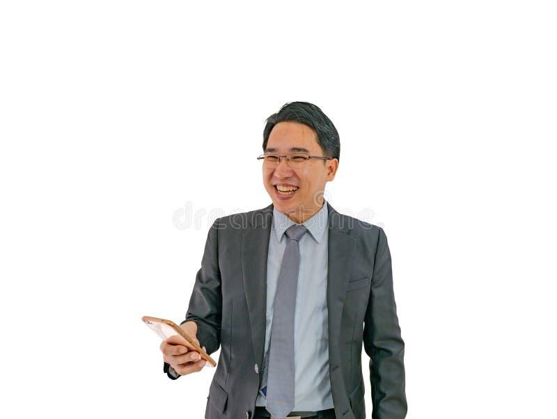 Sorriso moderno dell'uomo di affari su fondo isolato fotografie stock libere da diritti
