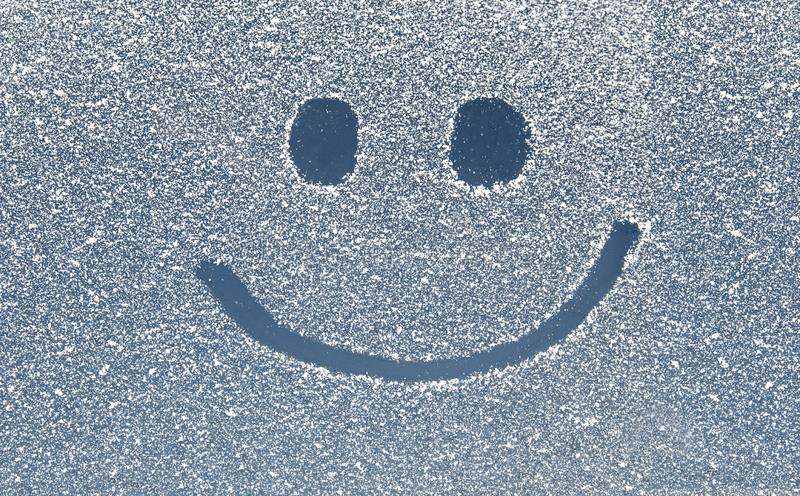 Sorriso na janela da neve imagens de stock royalty free