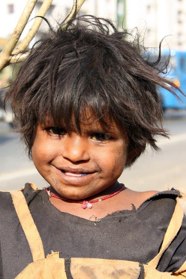 Sorriso nella povertà immagine stock