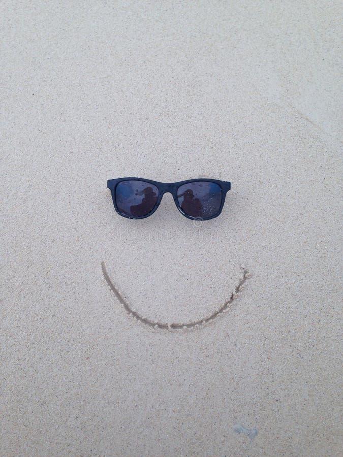 Sorriso nella sabbia fotografia stock libera da diritti