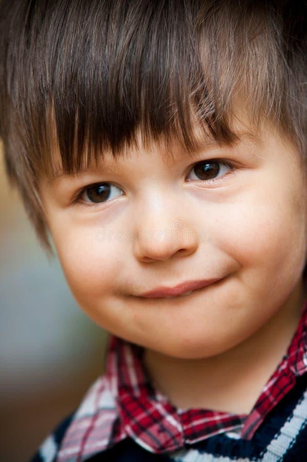 Sorriso novo do menino fotos de stock royalty free