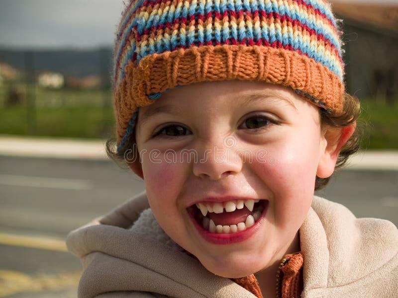 Sorriso pequeno bonito do menino do vampiro imagens de stock royalty free
