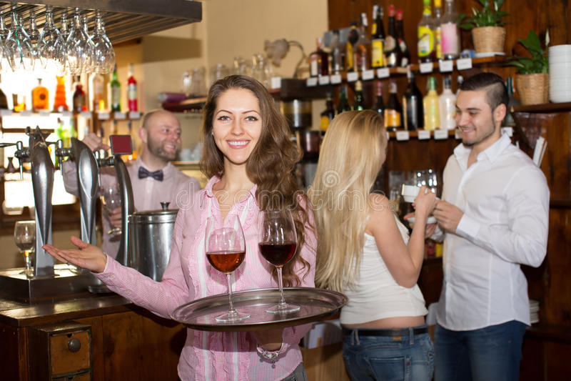 Sorriso rápido com bebidas imagens de stock royalty free