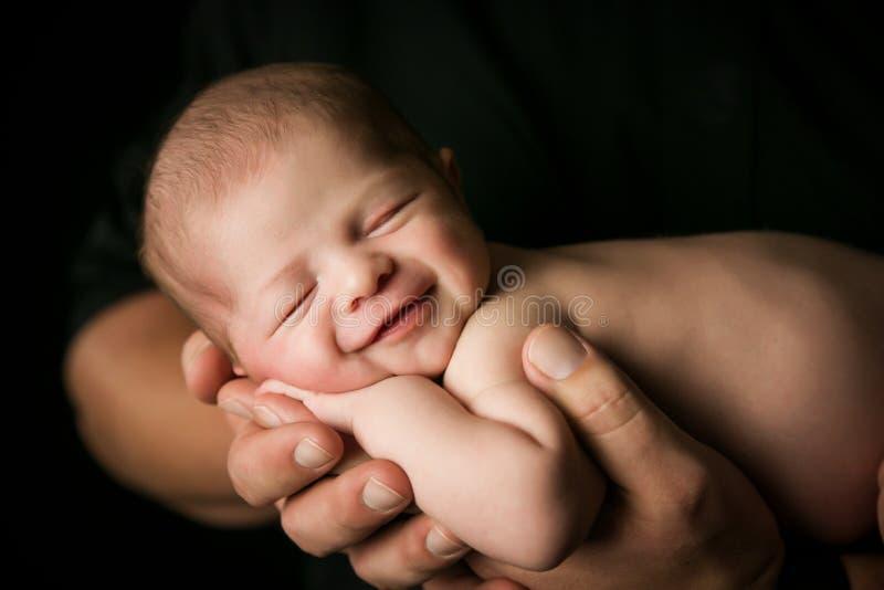 Sorriso recém-nascido do bebê imagens de stock royalty free