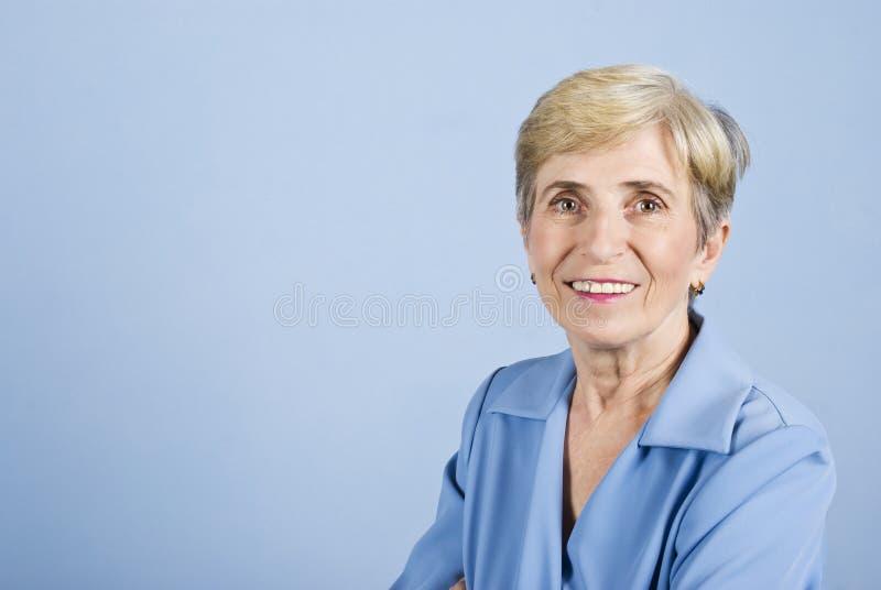 Sorriso sênior da mulher de negócio fotografia de stock