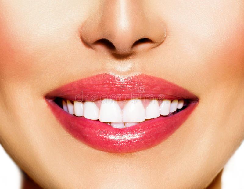 Sorriso saudável. Clarear dos dentes imagem de stock