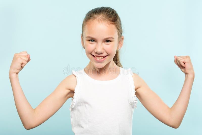 Sorriso sim excitado da menina da vitória da expressão da emoção fotos de stock royalty free