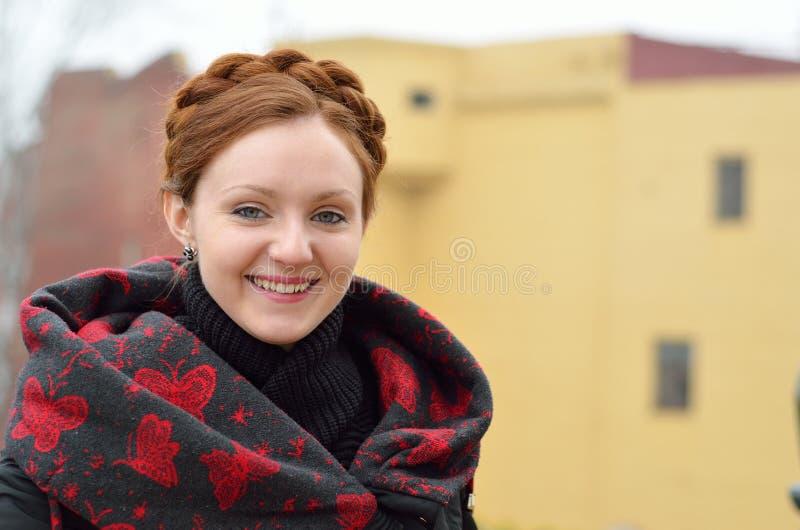 Sorriso ucraniano da mulher imagens de stock royalty free