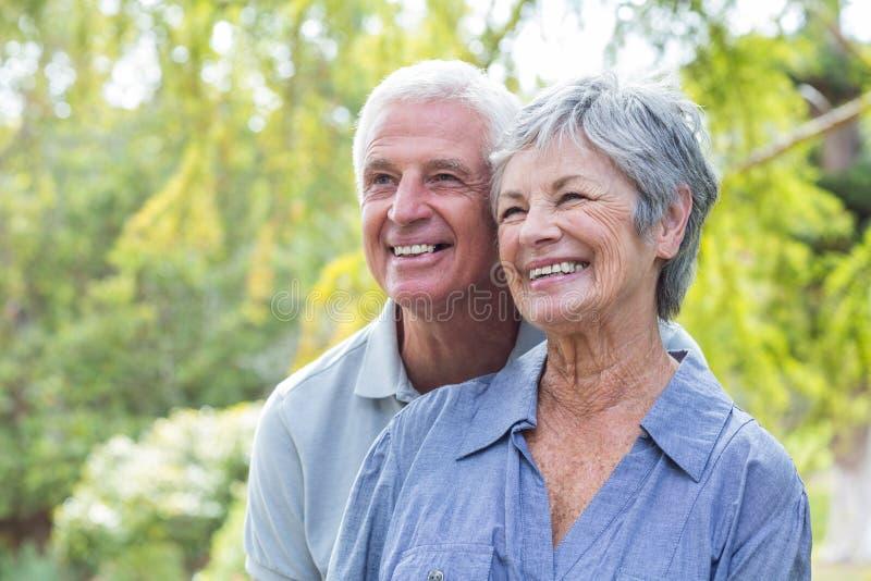 Sorriso velho feliz dos pares imagem de stock