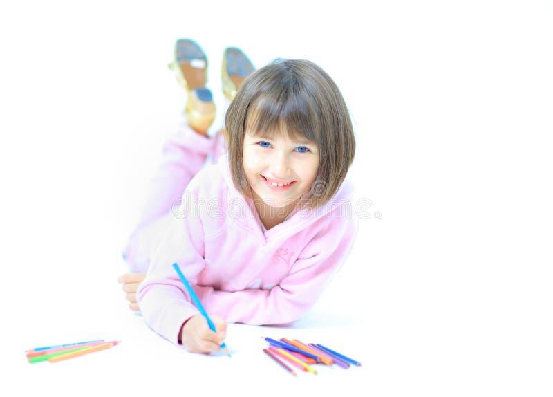 Sorrisos bonitos novos da criança da menina fotografia de stock