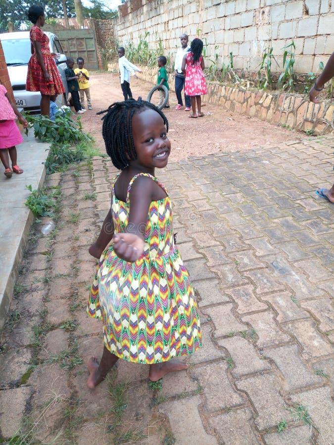 Sorrisos da menina foto de stock