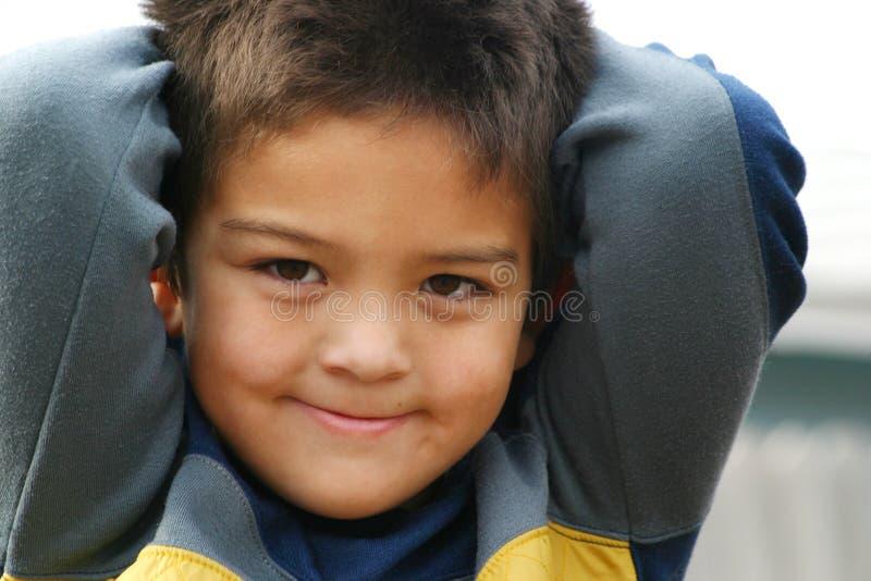 Sorrisos novos do menino imagem de stock