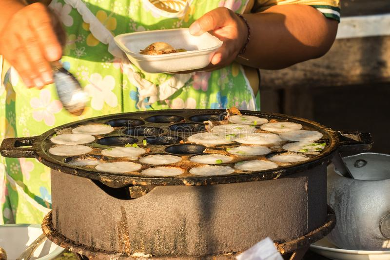 Sort av thailändsk sweetmeat på ugnen royaltyfria foton