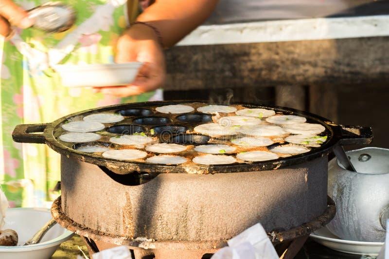 Sort av thailändsk sweetmeat på ugnen royaltyfria bilder