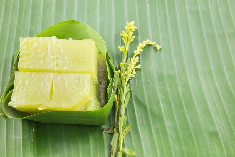 Sort av thailändsk sweetmeat, söt kaka för mång- lager (Kanom Chan) royaltyfria bilder