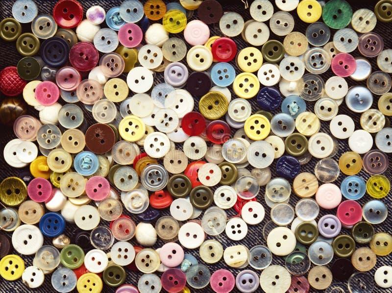 Sort de boutons en plastique colorés d'habillement Beaucoup de petits boutons ronds de vintage illustration de vecteur