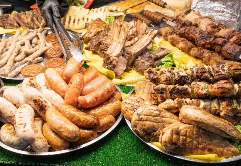 Sort de nourriture fraîche de rue au marché juste local photographie stock libre de droits