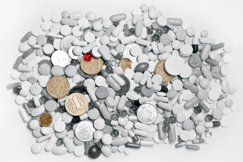 Sort de pillules et d'argent ukrainien photo libre de droits