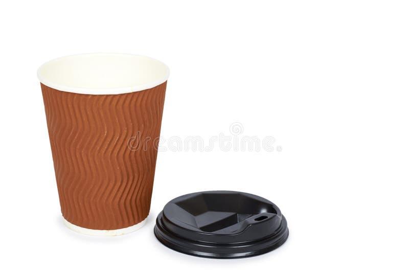Sortez le café dans la tasse thermo D'isolement sur un fond blanc Récipient jetable, boisson chaude copiez l'espace, calibre photographie stock libre de droits