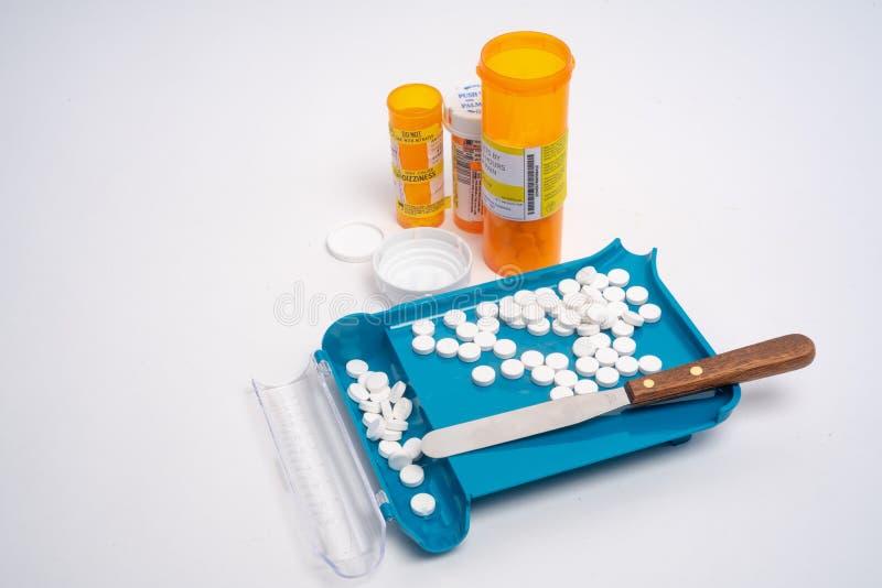 Sortierende, Zählungs-und Füllenpille des rezeptpflichtigen Medikaments Auftrag lizenzfreie stockfotos