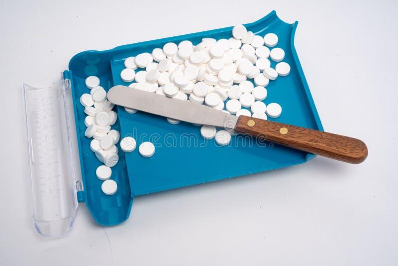 Sortierende, Zählungs-und Füllenpille des rezeptpflichtigen Medikaments Auftrag stockfotografie