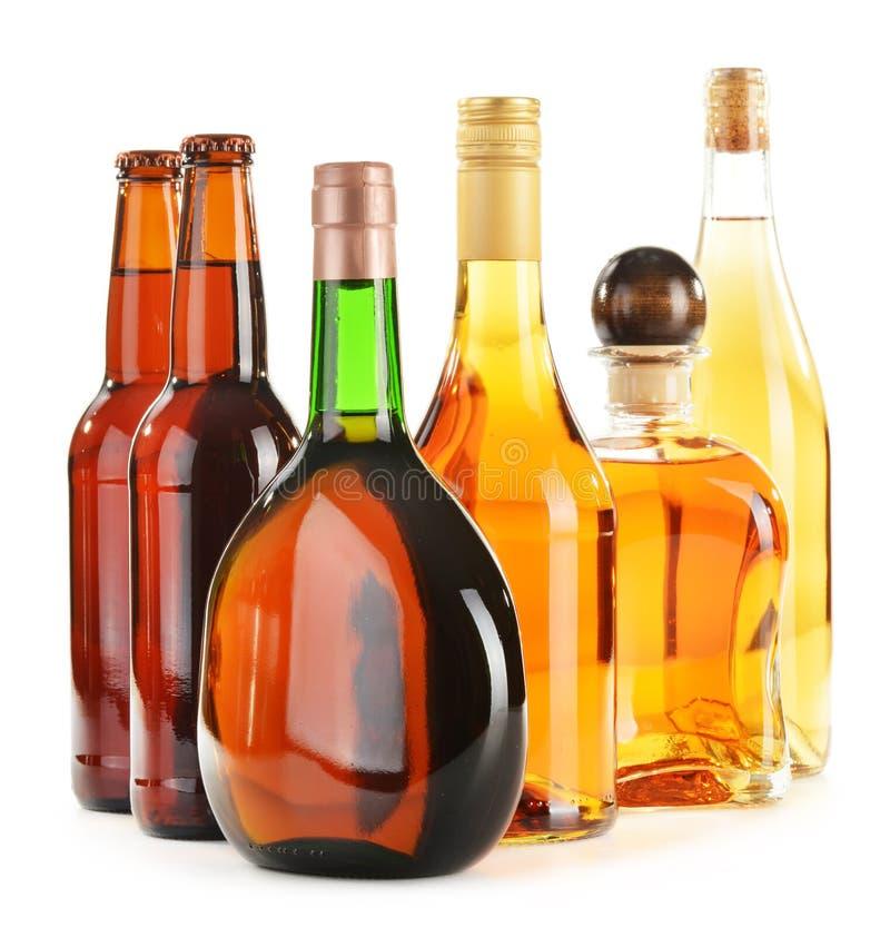 Sortierte Alkoholische Getränke Auf Weiß Stockfoto - Bild von ...