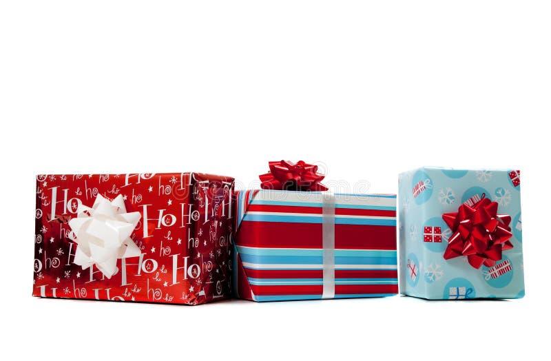 Sortierte eingewickelte Weihnachtsgeschenke lizenzfreies stockfoto