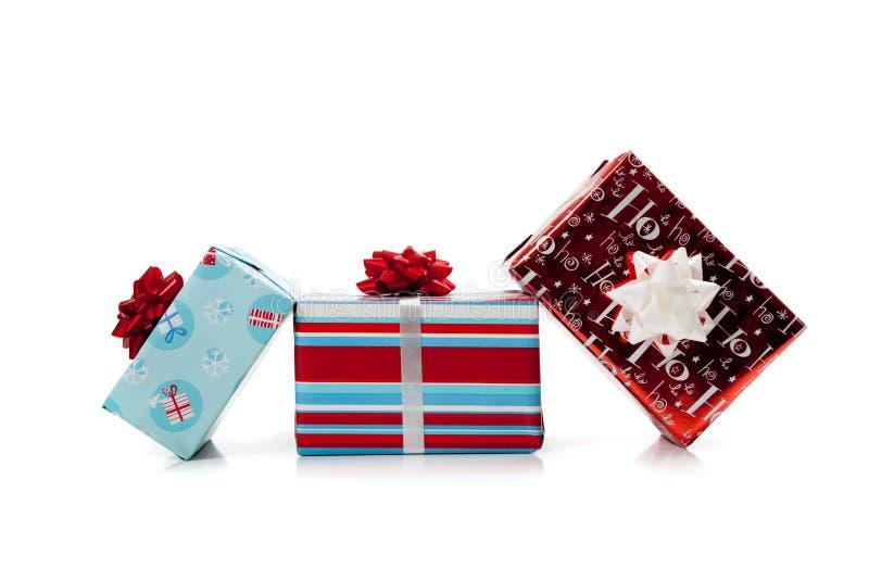 Sortierte eingewickelte Weihnachtsgeschenke lizenzfreies stockbild