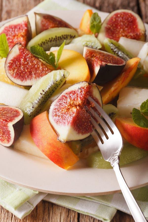 Sortierte Früchte Feige, Pfirsich, Melone, Kiwi und orange Nahaufnahme ver lizenzfreies stockbild