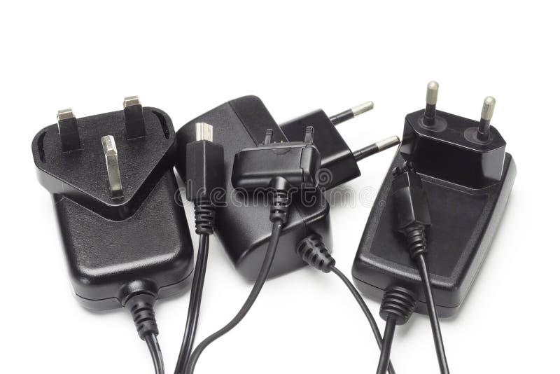 Sortierte Handyaufladeeinheiten und -adapter lizenzfreie stockfotografie