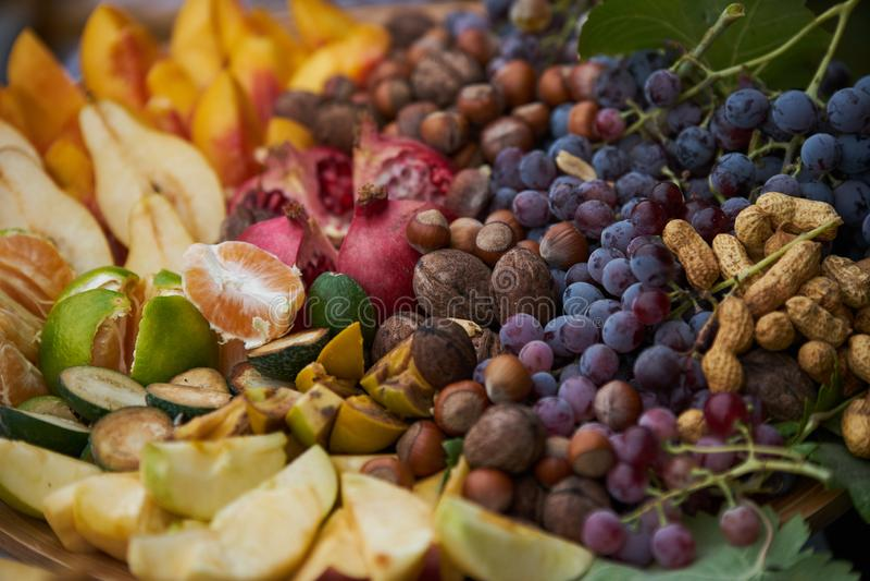 Sortierte neue reife Fruchtscheiben, Nahaufnahme, im Freien stockfoto