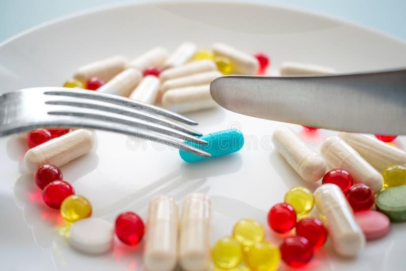Sortierte pharmazeutische Medizinpillen, -tabletten und -kapseln und lizenzfreies stockfoto