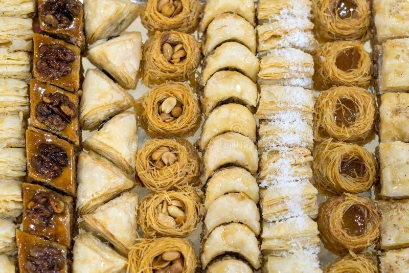 Sortiertes Baklava, süßes Gebäck gemacht von den Schichten stockfotografie