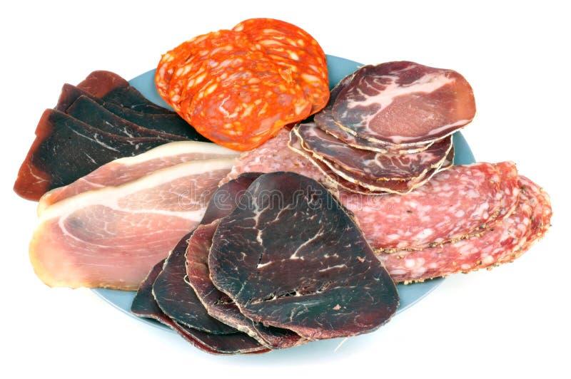 Sortiertes Feinkostgeschäftfleisch auf weißem Hintergrund stockfotografie
