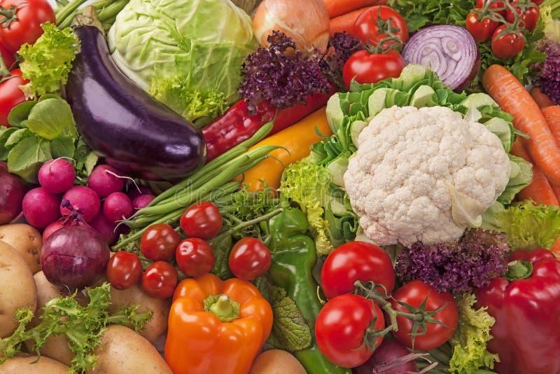 Sortiment av nya grönsaker arkivbilder