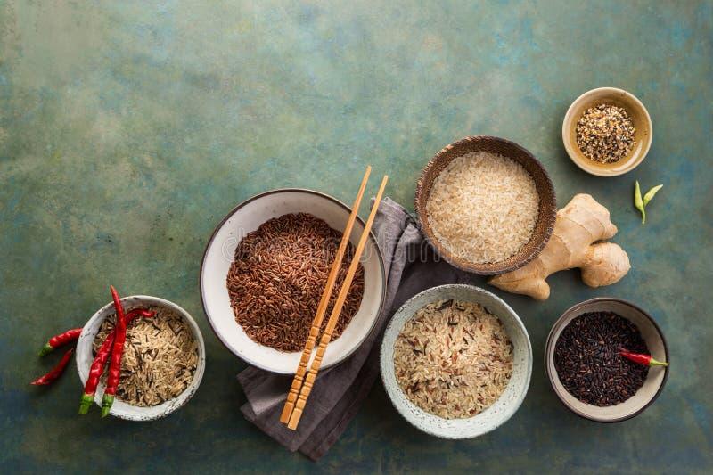 Sortiment av olika ris arkivbilder