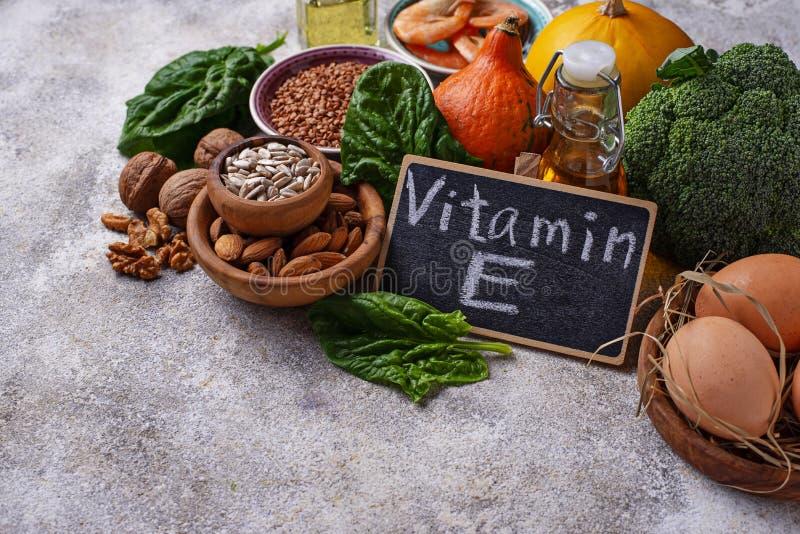 Sortimentmatkällor av vitamin E fotografering för bildbyråer