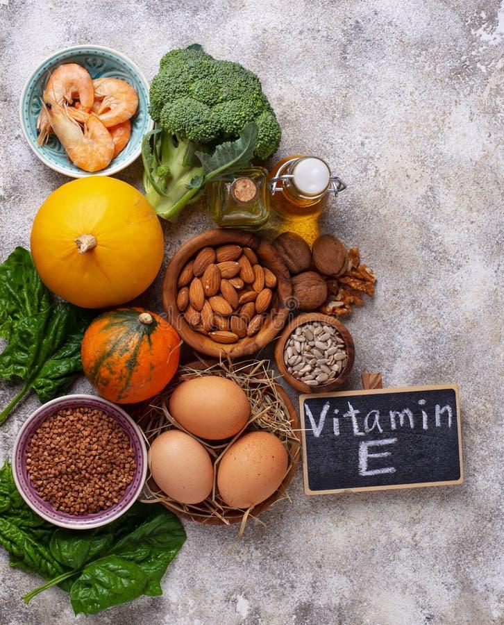 Sortimentmatkällor av vitamin E arkivfoto