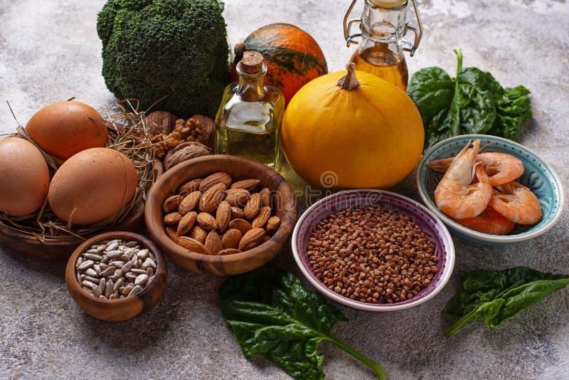 Sortimentmatkällor av vitamin E royaltyfri foto
