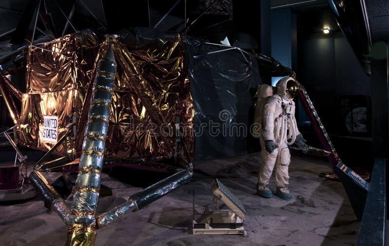 Sortująca replika Eagle lander który wziąć astronautom Armstrong i Aldrin księżyc w 1969 Szeroki widok zdjęcia royalty free