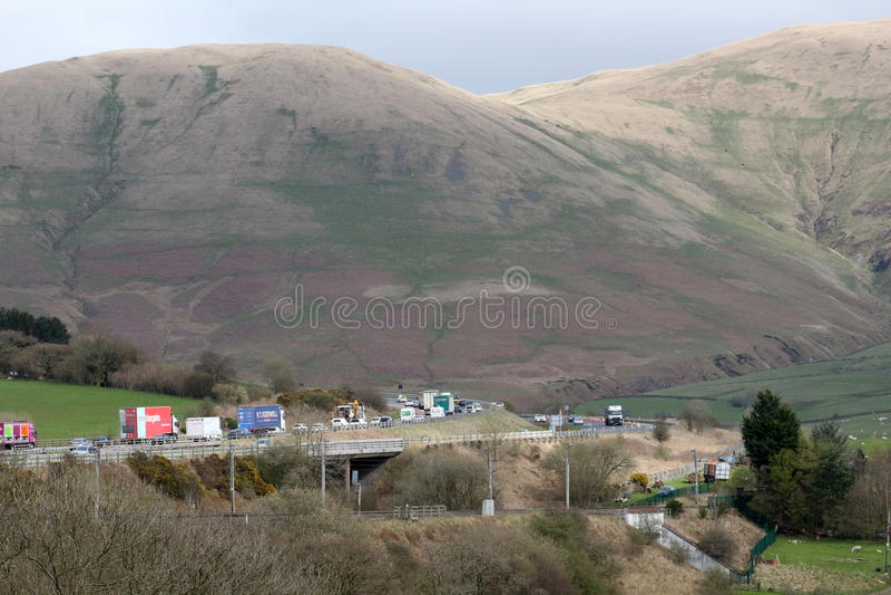 Sorvegli il convoglio principale di traffico M6 sull'autostrada, Cumbria immagini stock