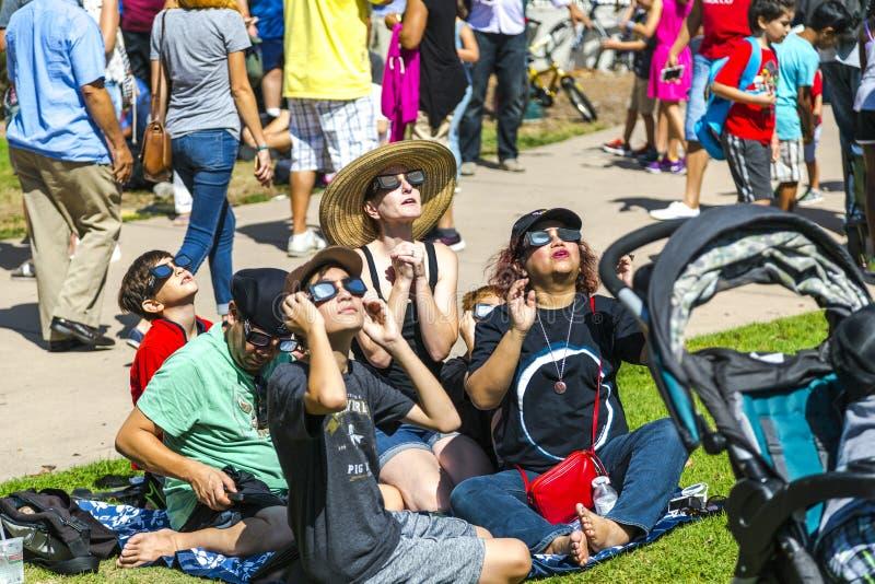 Sorveglianza dell'eclissi totale del Sun immagini stock libere da diritti