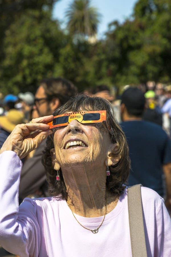 Sorveglianza dell'eclissi totale del Sun fotografia stock