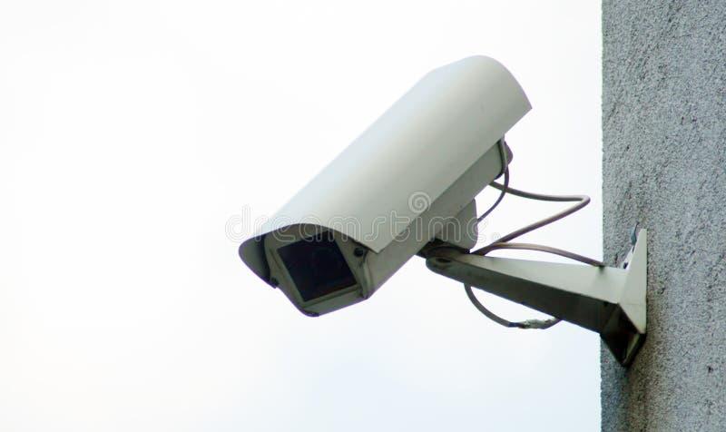 Sorveglianza della macchina fotografica sulla parete della costruzione immagine stock libera da diritti